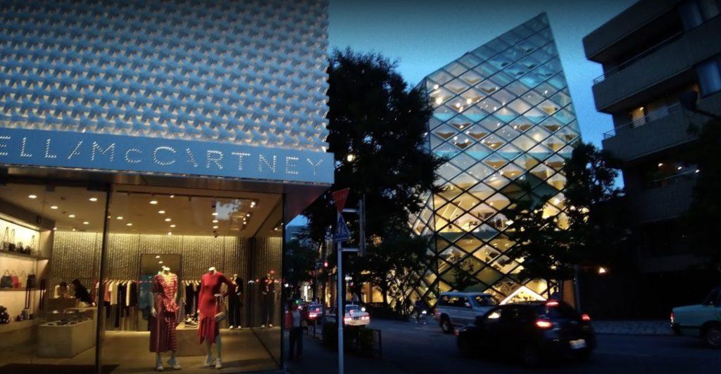 東京のおすすめ建築:プラダ ブティック青山店-ヘルツォーク&ド・ムーロン設計