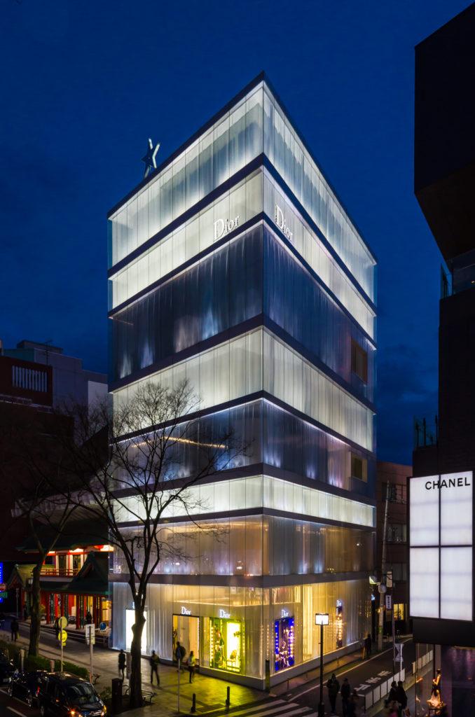 東京のおすすめ建築:ディオール表参道-SANAA(西沢立衛+妹島和世)設計