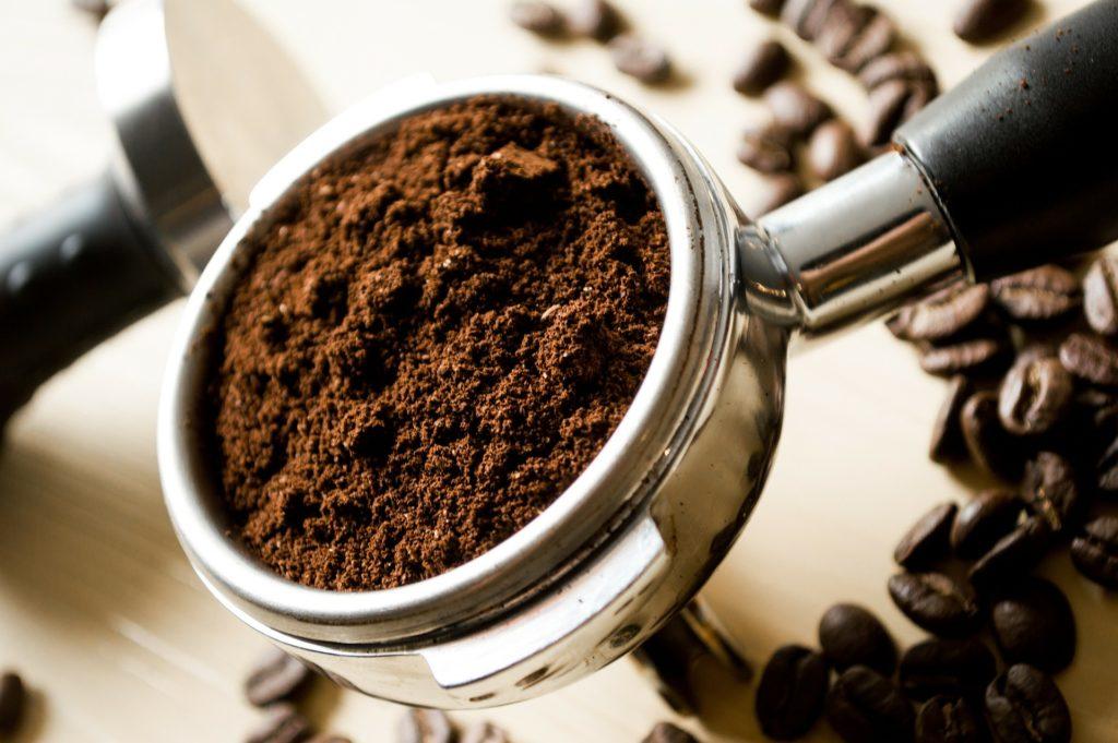 コーヒー豆を挽くのは手動派or電動派?メリット・デメリットをご紹介