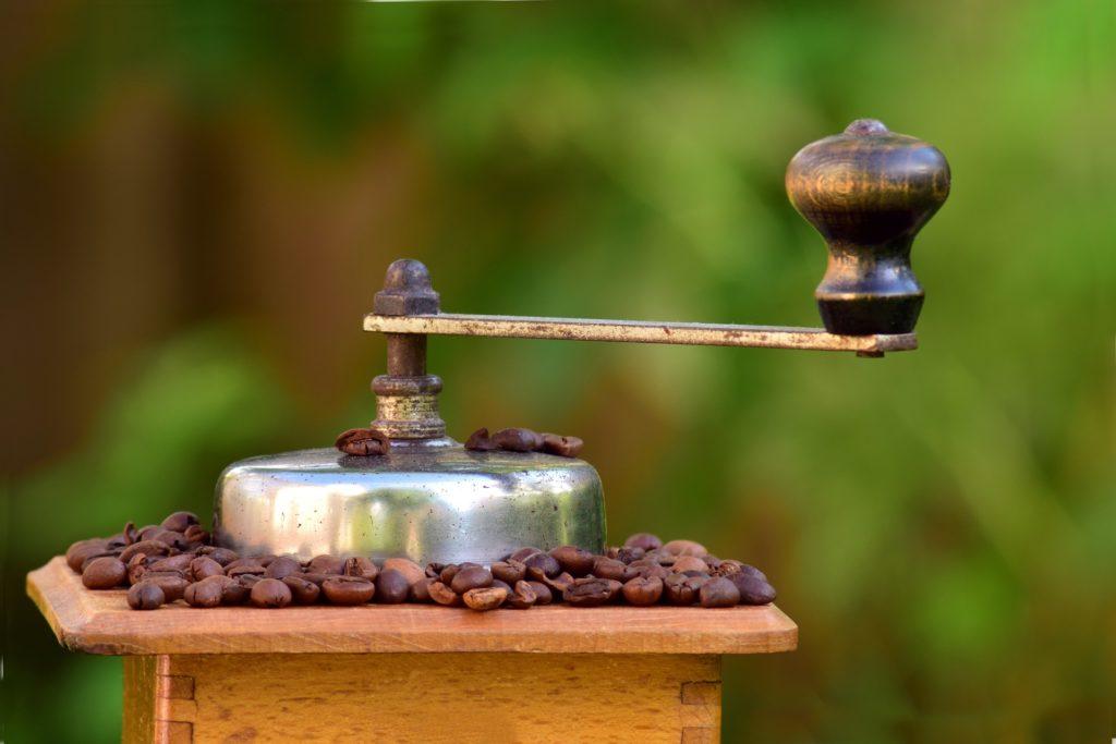 コーヒーミルの手動派のメリット・デメリットはこちら