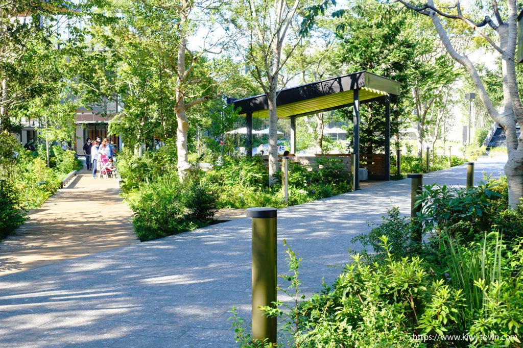 グッドサウンドコーヒーの音楽と目の前の緑が素敵な空間を作り出します